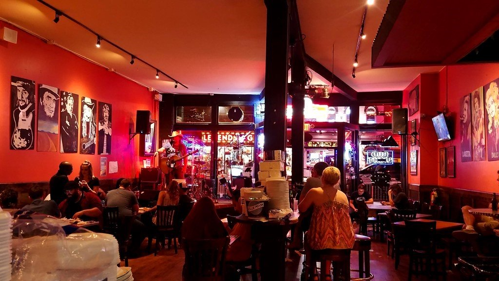 Tennessee: go to Honky Tonk in Nashville
